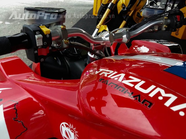 Can canh hang doc Lazareth Triazuma R1 tai VMF 2015 - 13