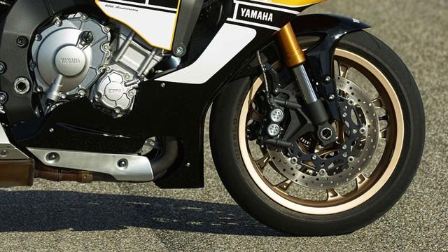 Can canh Yamaha YZFR1 phien ban mau vang den tuyet dep - 10