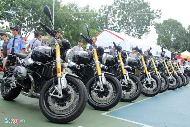 Dan moto BMW R NineT hoi tu ve Vietnam Motorbike Festival 2015