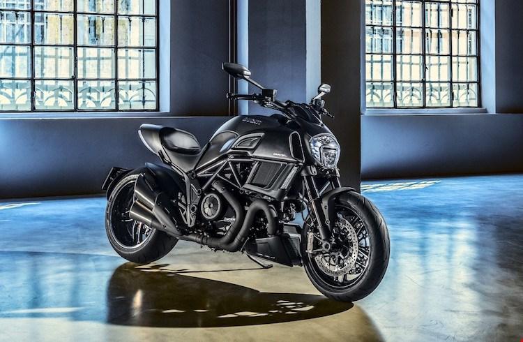 Ducati Diavel Carbon 2016 se dinh hon gap boi phan doi cu