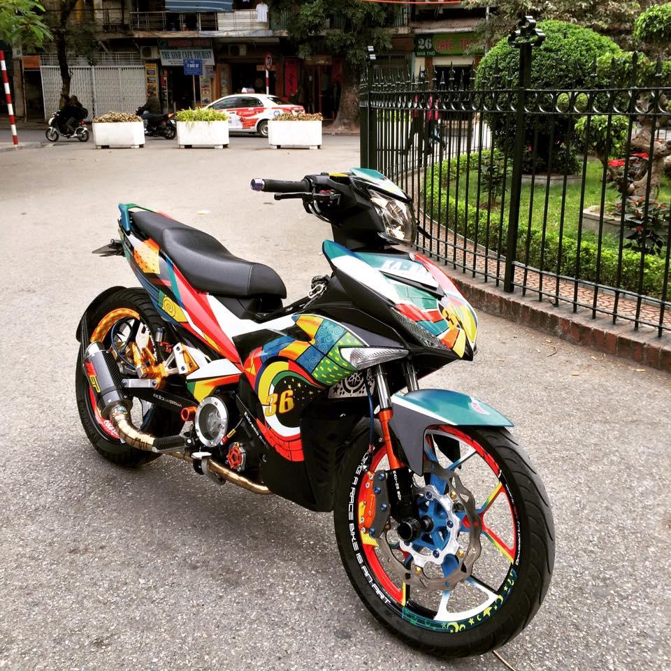 Exciter 150 Son tem dau phong cach Rossi cua biker Ha Thanh