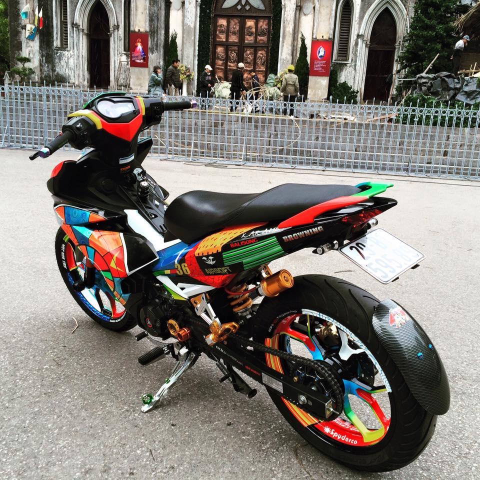 Exciter 150 Son tem dau phong cach Rossi cua biker Ha Thanh - 3