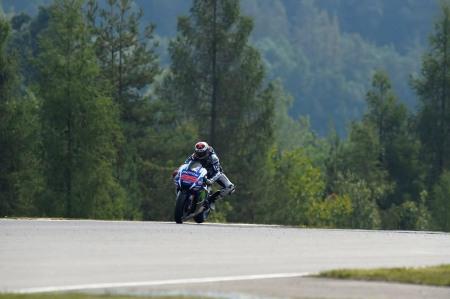 Jorge Lorenzo lap ky luc moi tai Automotodrom Brno Sec - 11