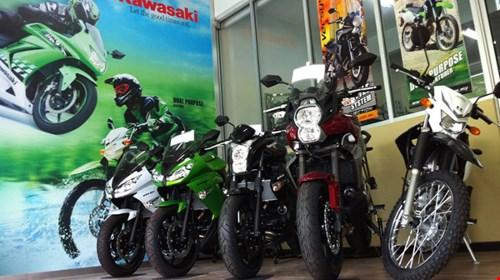 Kawasaki Ninja 300 giam gia sau nham canh tranh voi Yamaha R3 - 2