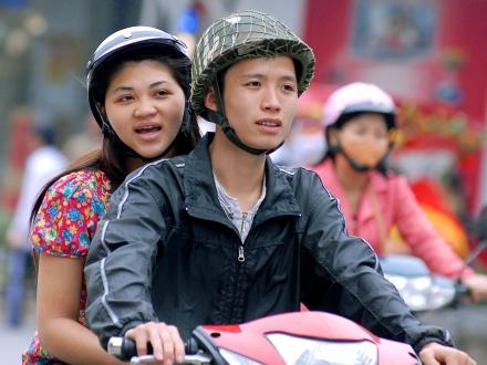 Khong duoc phep lai xe may voi nguoi co thi luc duoi 410