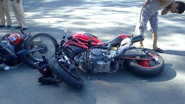 Ly giai vi sao Ducati Monster 795 hay gay chang ba khi va cham