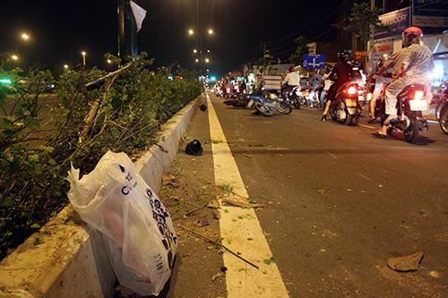 Nhan vien giao nhan bi cuop giat do tren duong Pham Van Dong - 2
