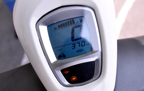 Tren yen cam nhan sieu xe ga dat tien Vespa 946 - 2