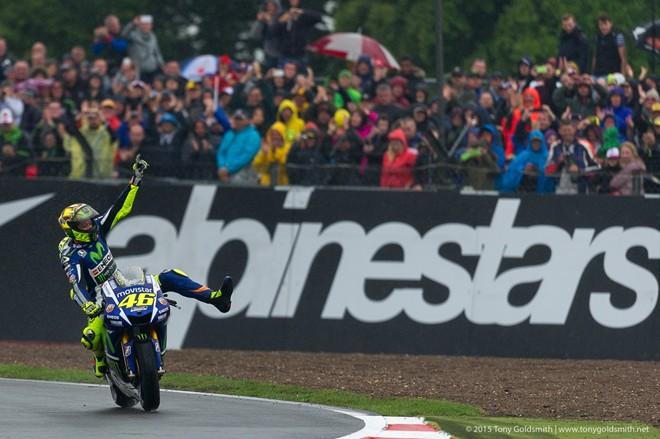 Valentino Rossi lam chu duong ngay mua trong chang 12 MotoGP 2015 - 4