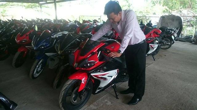 Bat giu lo xe mo to Phoenix Trung Quoc nhap lau dap so khung so may bang tay - 7