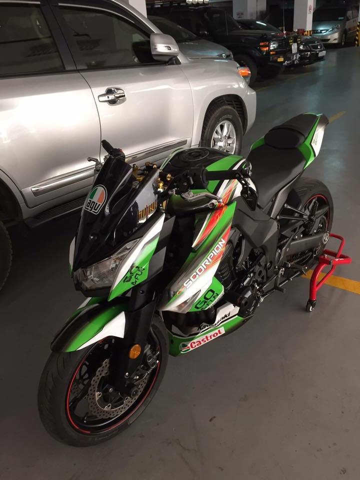 Kawasaki Z1000 do ngau hon trong bo canh tem dau