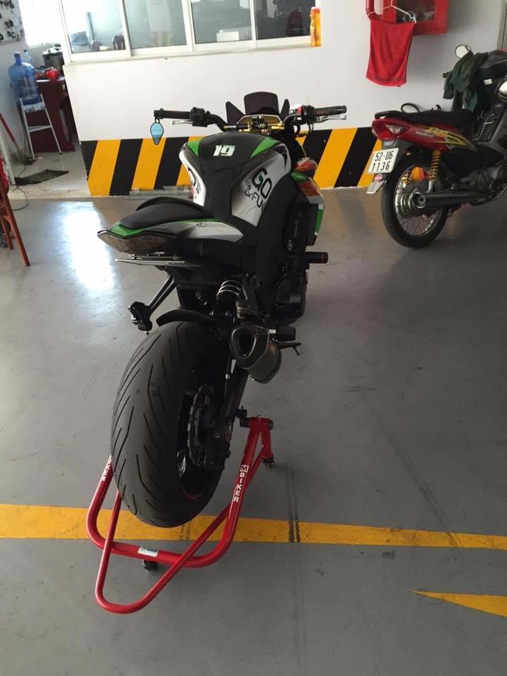 Kawasaki Z1000 do ngau hon trong bo canh tem dau - 4