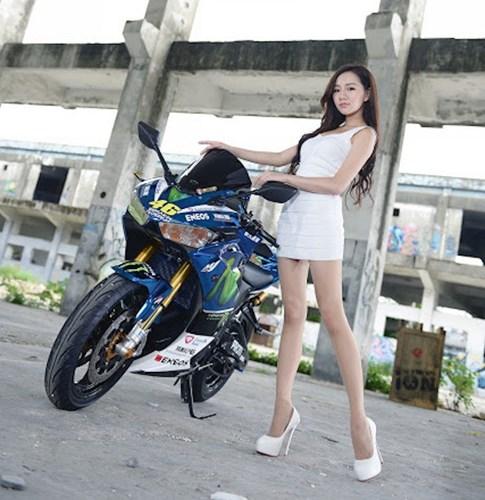 Yamaha R3 trong ban do sieu pham ben canh co nang xinh dep xu Dai - 9