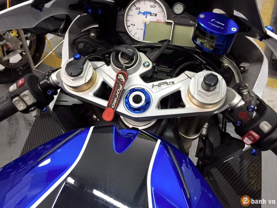 BMW HP4 day an tuong trong ban do cuc chat - 5