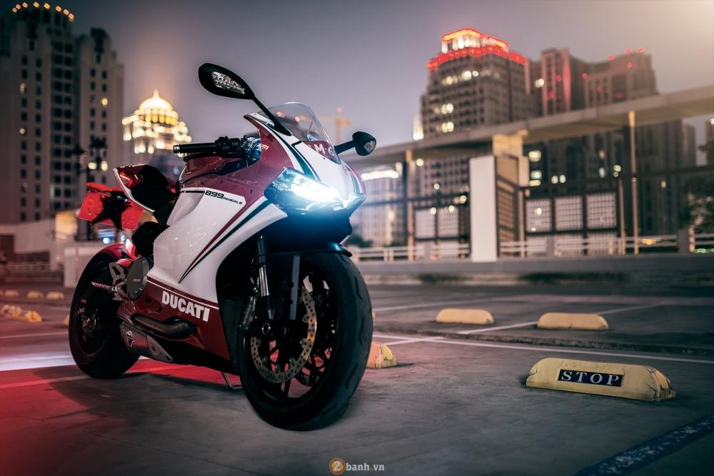 Bo anh dep cua Ducati 899 Panigale Tricolore xuyen man dem - 5