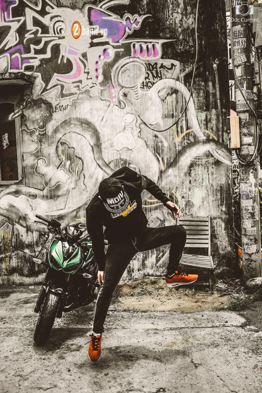 Chien binh duong pho Kawasaki Z1000 va vu dieu duong pho Hip Hop - 11