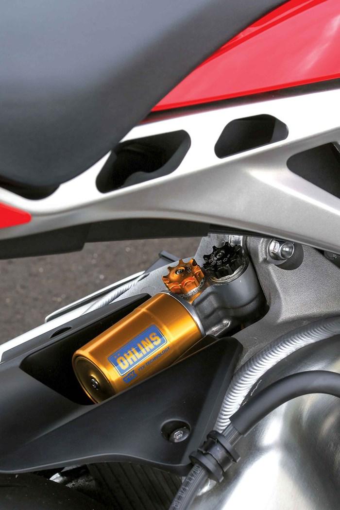 Honda CBR1000RR SP bi trieu hoi vi loi giam xoc sau - 2