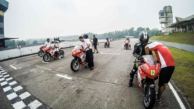 Nu biker 1995 choi xe mo to khien bao anh chang phai ne phuc - 4