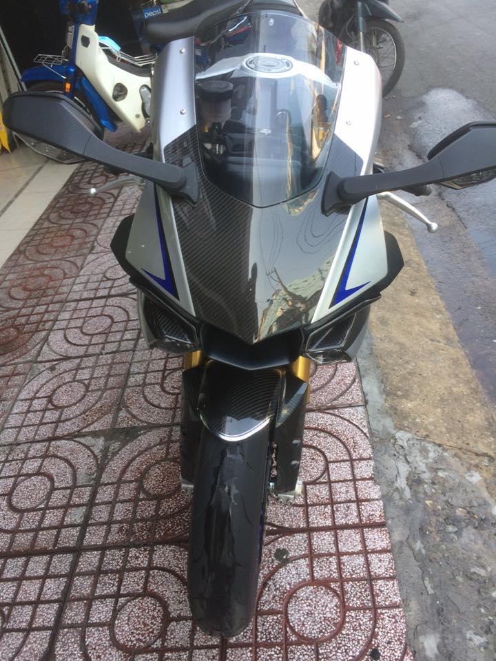 Showroom Motor Ken Can ban R1M xe san xuat 500 chiec tren toan the gioi