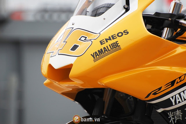 Ve dep hut hon cua Yamaha R3 do theo phong cach xe dua YZRM1 - 3