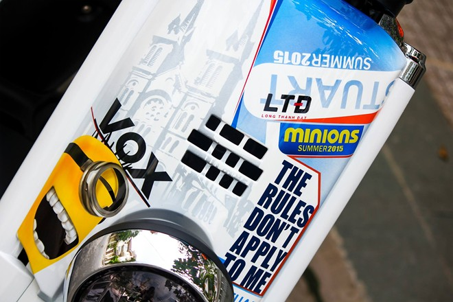 Yamaha VOX 50 phan khoi ve tem dau phong cach Minions - 2