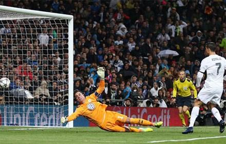 Ban mo ty so som cua Ronaldo giup Real giai toa ap luc