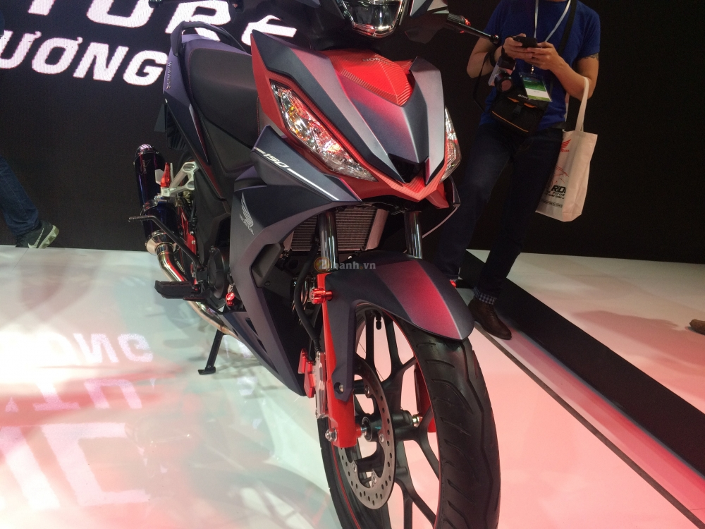 Can canh Honda Winner 150 phien ban do Custom