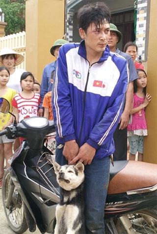 Con trai chu nha du bi thuong van co giat chia khoa xe may cua ten trom cho