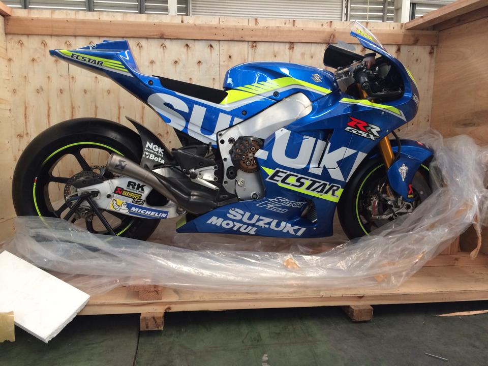 Dap thung sieu xe dua MotoGP Suzuki GSXRR tai Viet Nam
