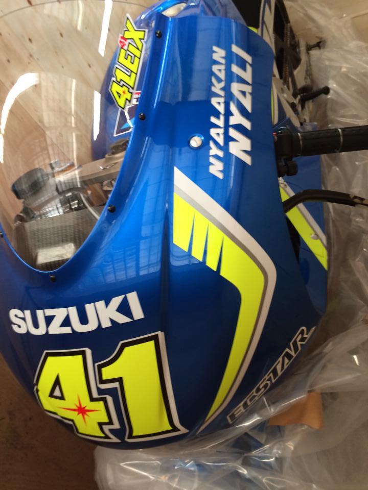 Dap thung sieu xe dua MotoGP Suzuki GSXRR tai Viet Nam - 2