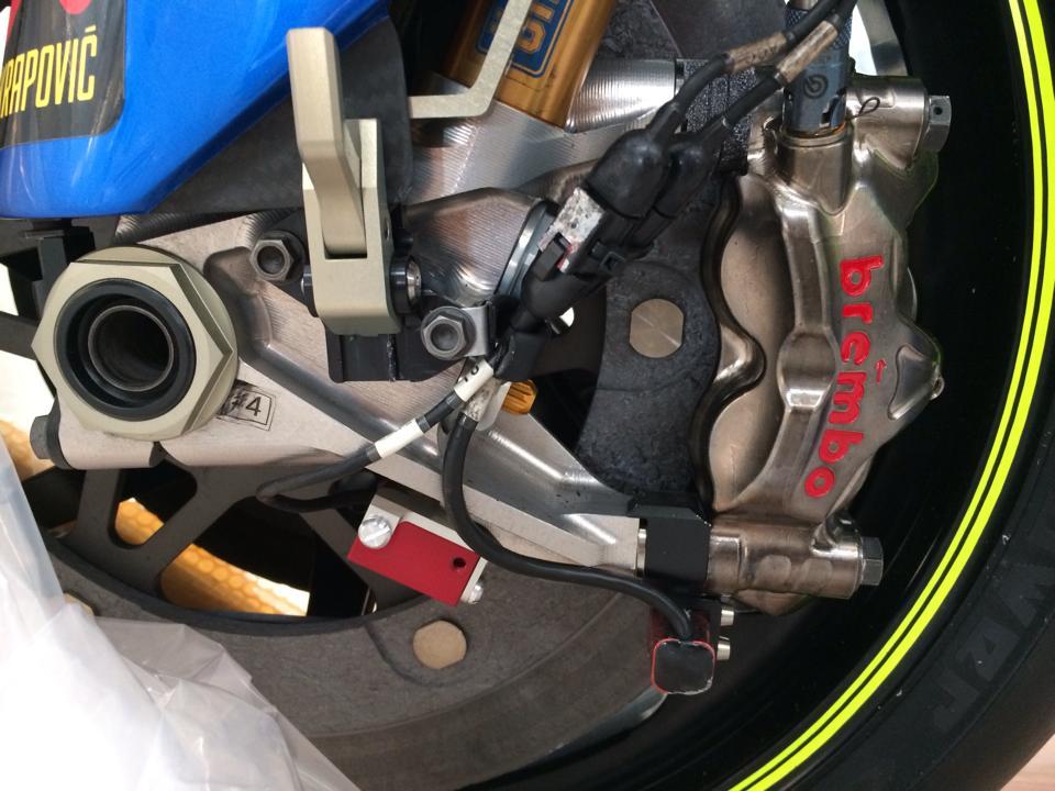 Dap thung sieu xe dua MotoGP Suzuki GSXRR tai Viet Nam - 6