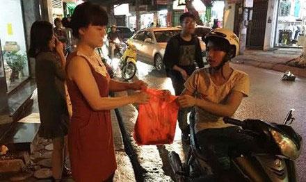 Khong chi bi lua tien nhieu shipper con bi loi dung cho hang hoa cam