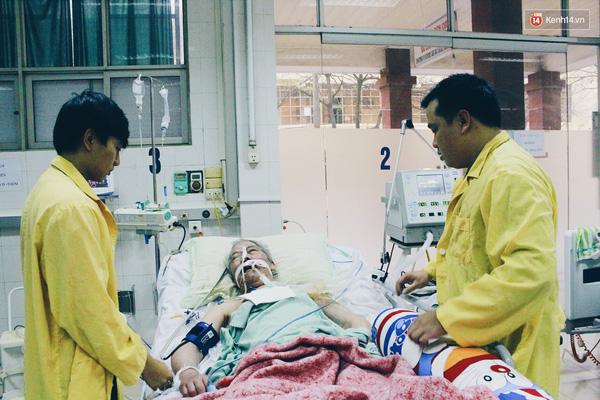 Nao cung chung tay giup Chang trai Ha Noi vat va tim me suot 8 nam lien - 8