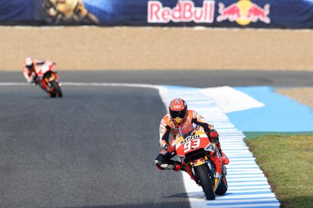 Rossi da co chien thang dau tien trong mua giai MotoGP 2016 - 10