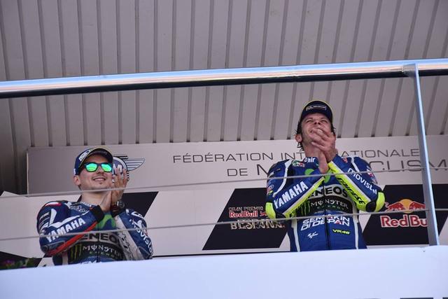 Rossi da co chien thang dau tien trong mua giai MotoGP 2016 - 7