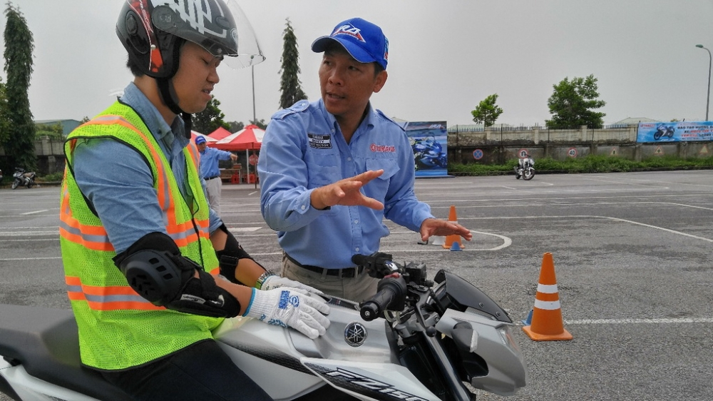 Yamaha dao tao ky nang ve Mo to the thao cho cac nhan vien Sport Shop - 3