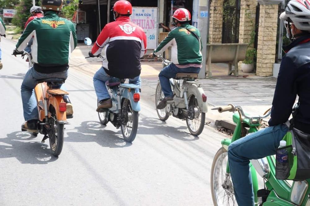 Bat Ngo Xuat hien Hang Loat Chiec xe Co Da Mat Biet Tam - 3