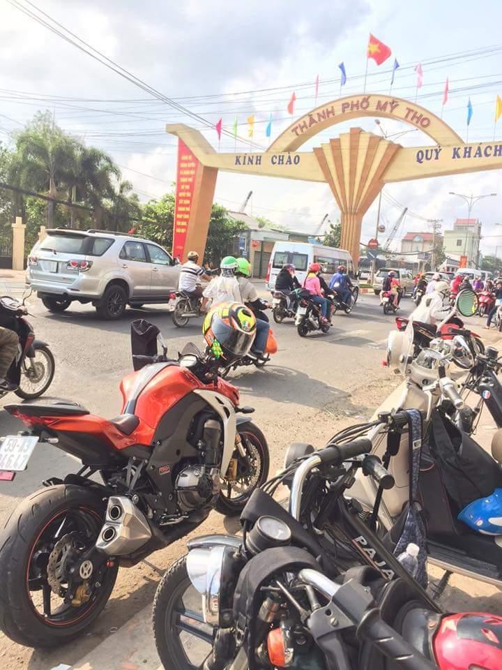 Bat Ngo Xuat hien Hang Loat Chiec xe Co Da Mat Biet Tam - 11