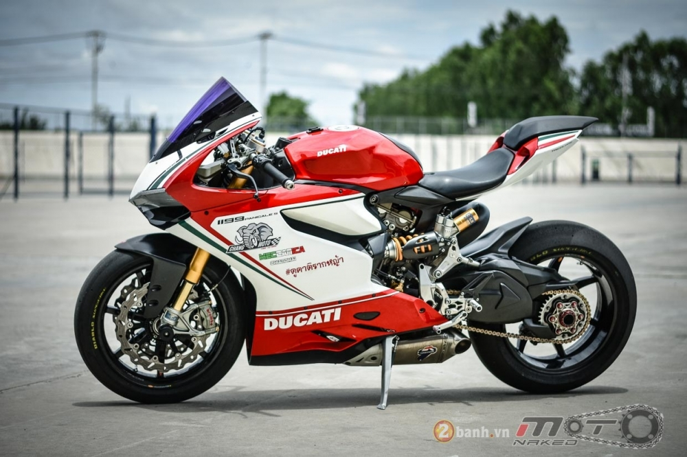Ducati 1199 Panigale S dam chat choi voi phien ban duong dua - 23