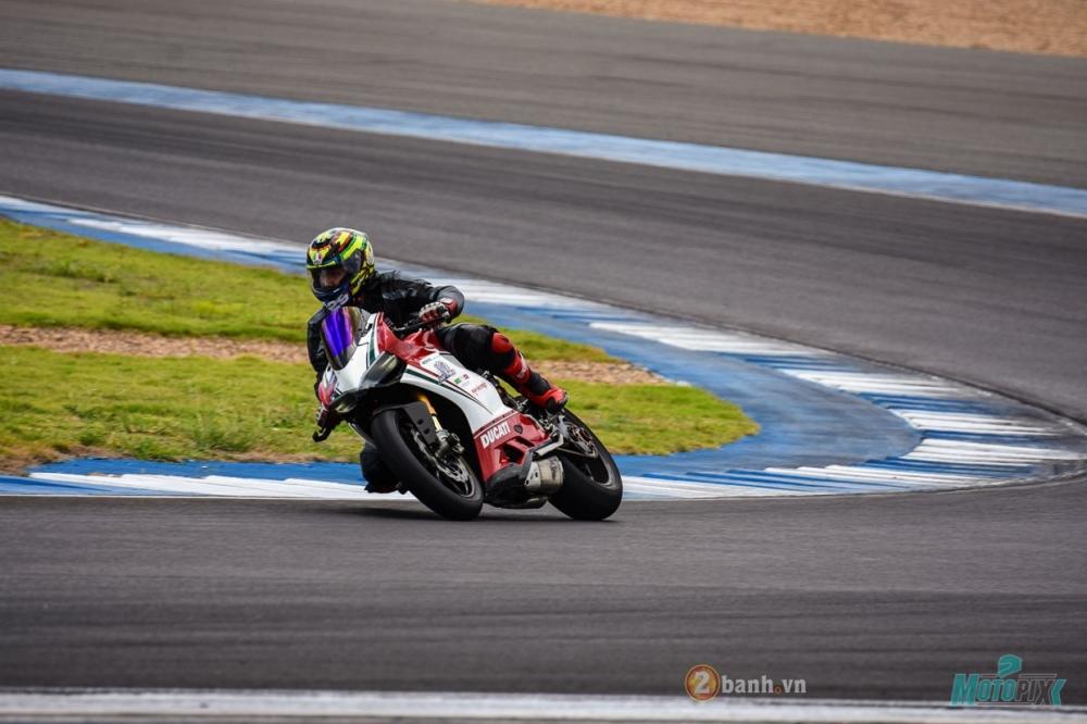 Ducati 1199 Panigale S dam chat choi voi phien ban duong dua - 25