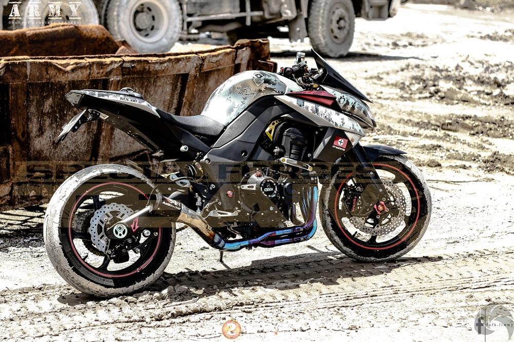 Kawasaki Z1000 ham ho day chat linh trong ban do Army