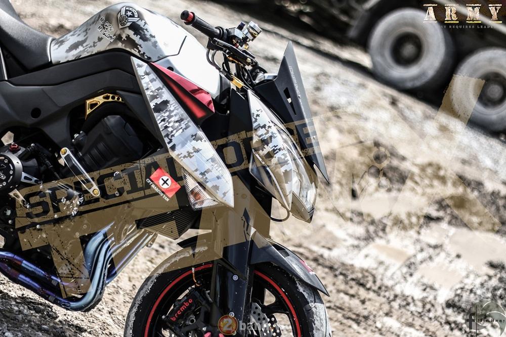 Kawasaki Z1000 ham ho day chat linh trong ban do Army - 3