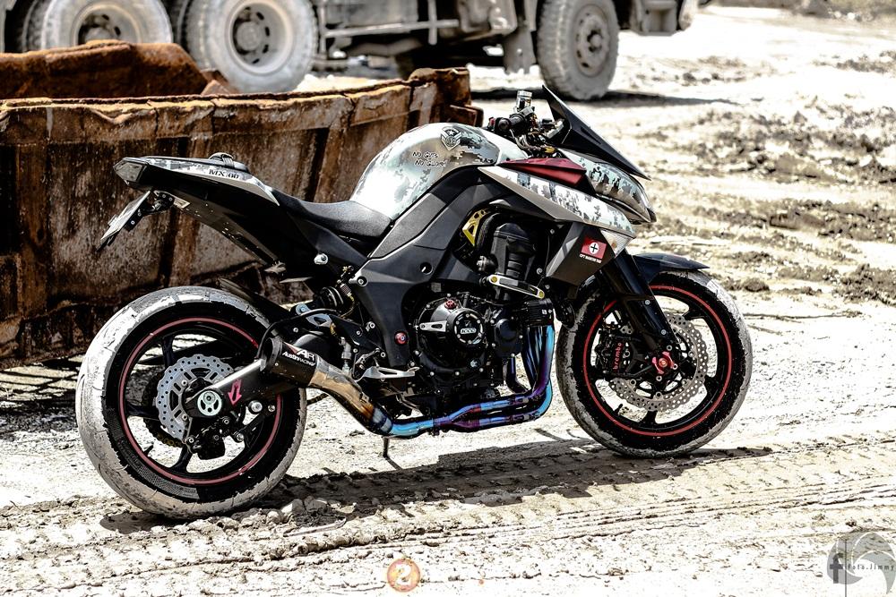 Kawasaki Z1000 ham ho day chat linh trong ban do Army - 22