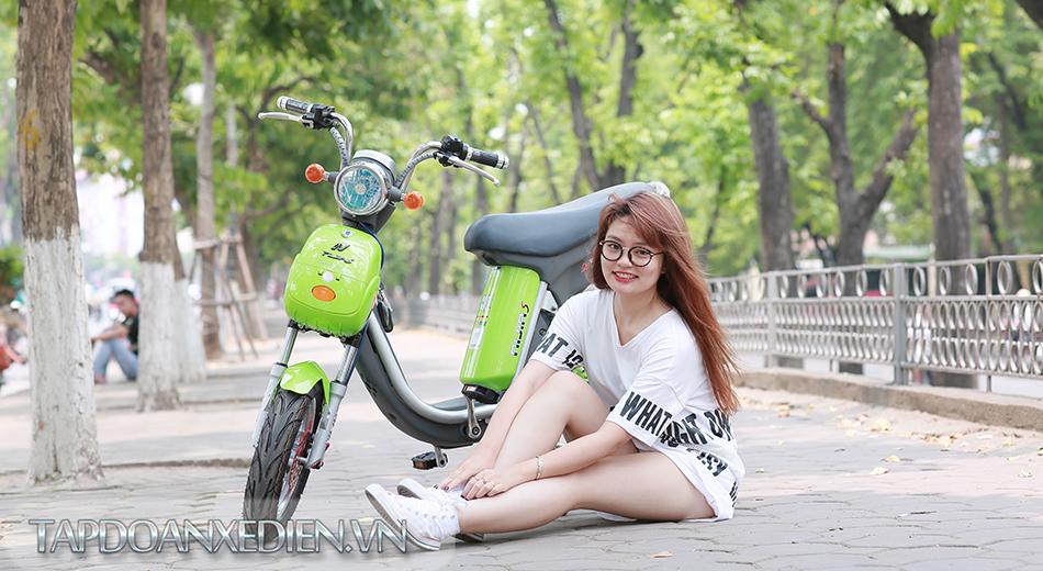 Phu huynh chen chan mua xe dien cho con em minh - 3