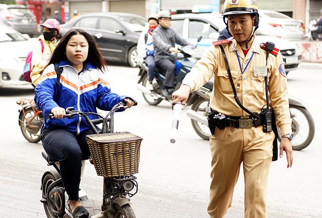 Tham hoa giao thong tu xe dap dien Trung Quoc - 5