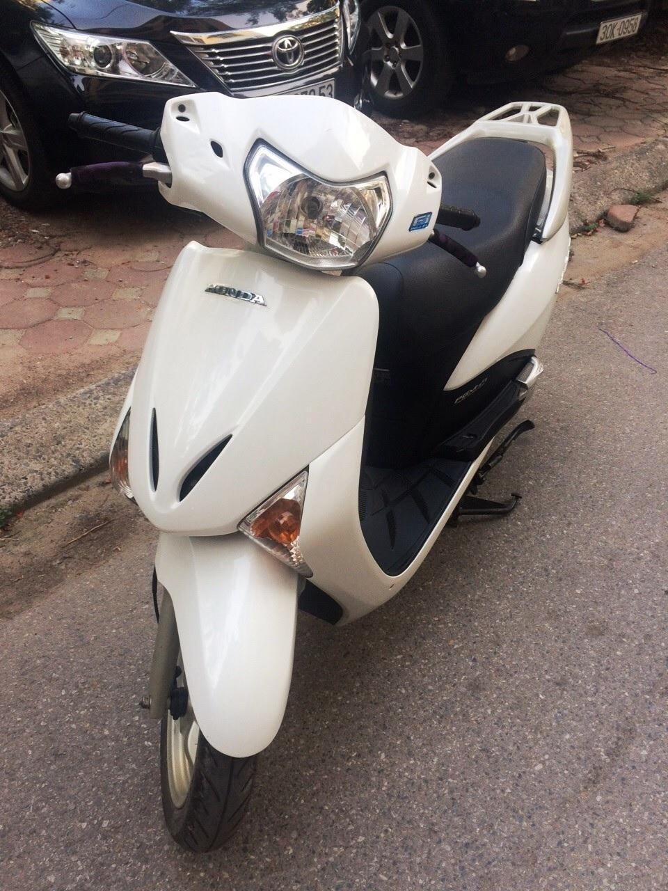 Ban xe Lead 110cc Trang