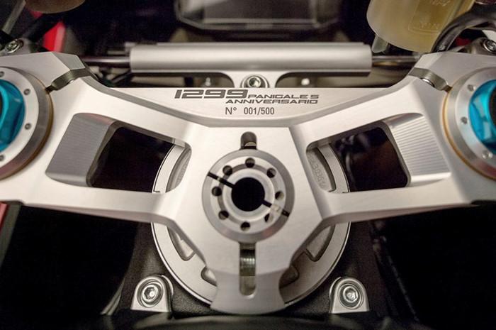 Can canh Ducati 1299 Panigale S Anniversario phien ban dac biet ky niem 90 nam - 5