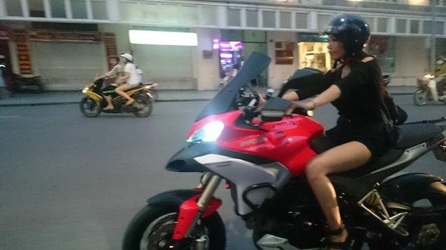 Chan dai Ha Thanh chay Ducati Multistrada 1200 tren pho gay xon xao cong dong mang