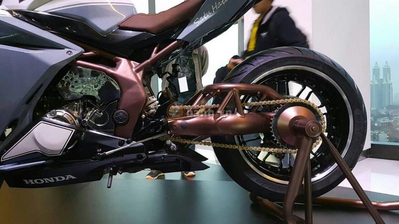 Clip Can canh 2 ban do chinh hang cua Honda CBR250RR 2017 - 3