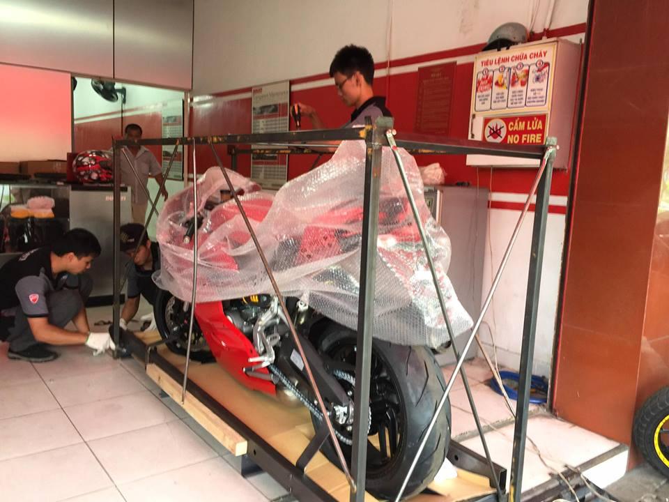 Dap thung chiec Ducati 959 Panigale dau tien tai Sai Gon - 2